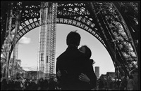 Paris kiss (picture by Linh Nguyen on Flickr)