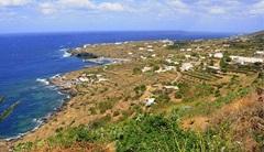 640px-Pantelleria_sulla_Costa.jpg (Di Goldmund100 (Opera propria) [GFDL (http://www.gnu.org/copyleft/fdl.html) o CC-BY-SA-3.0-2.5-2.0-1)